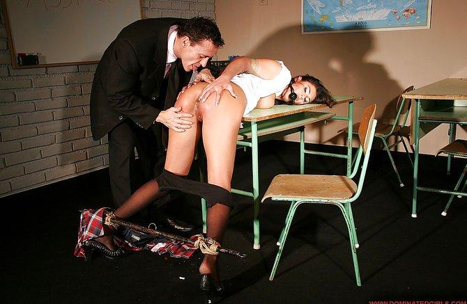 Хозяин грубо выебал и связал свою любовницу