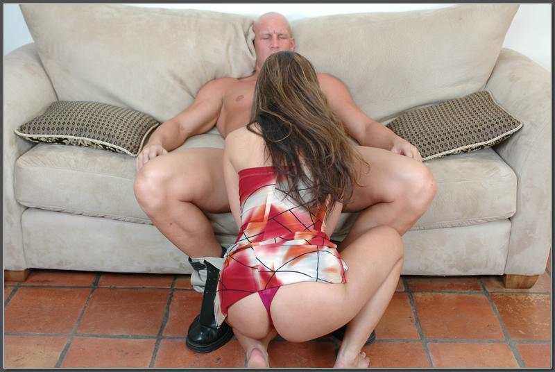 Качок ебёт азиатку Miko Sinz на диване