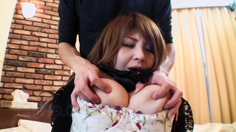 Сисястая азиатка Maria Amane ублажает парня ртом и трахается в киску