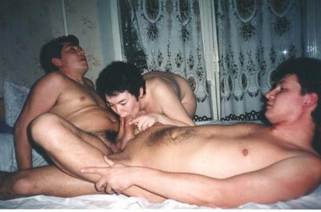 Сборка ретро группового порева телок мужчинами