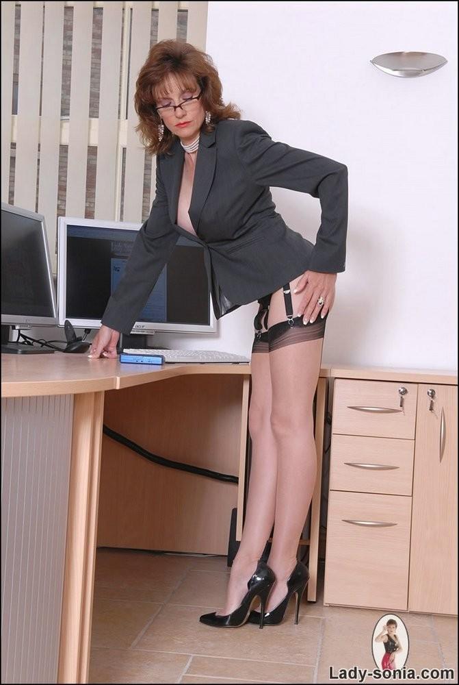 Леди Соня в роли женщины босса