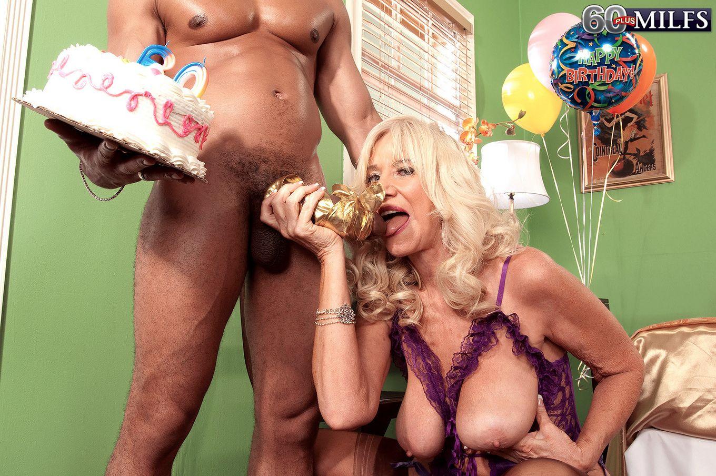 На день рождения муж подарил порно