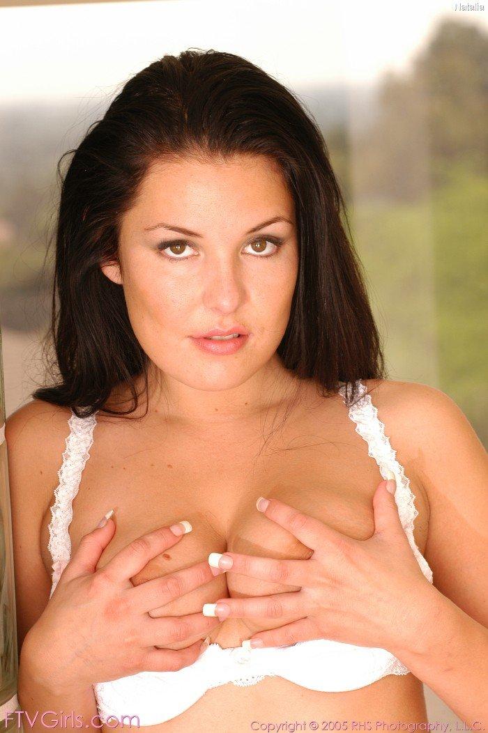 Очень горячая фотосессия убийственной брюнетки - Valerie Herrera в сексуальном белье