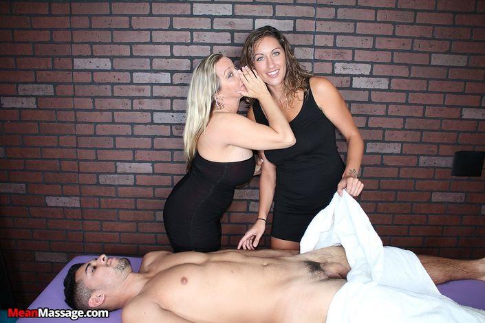 Сексуальные женщины ублажают на массаже голого мужика и ласкают его хуй руками и ротиками
