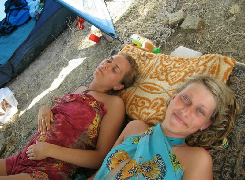 Эротические снимки отдыхающих дикарями девушек на море