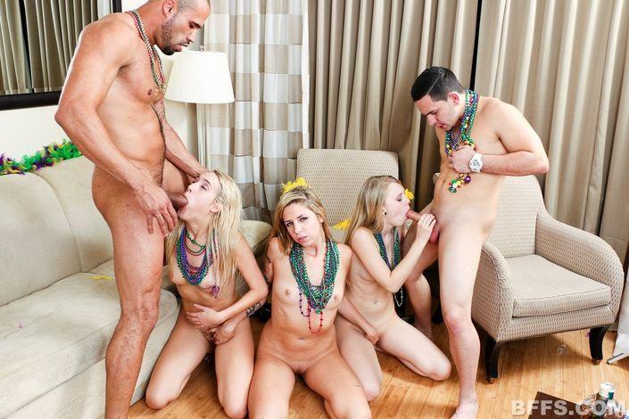 Распущенные дамочки позволяют мужикам любой каприз и долбятся в горячие щелки в групповухе