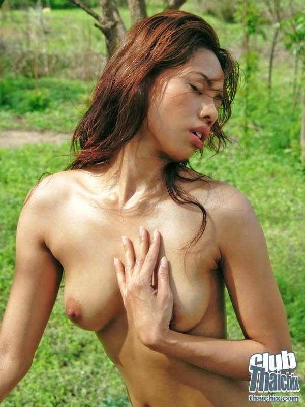 Красивая эротика с молодой и возбужденной азиаточкой