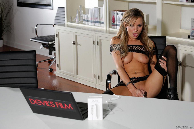 Секси развратница в чулках