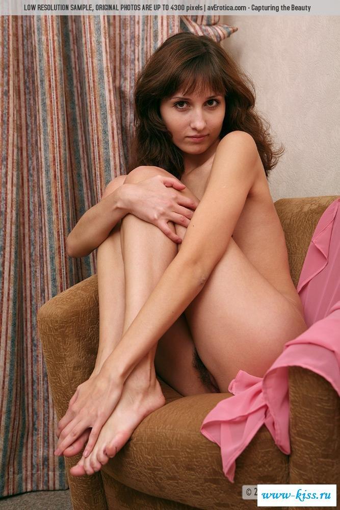 Шикарная армянская девушка с обнаженной попочкой