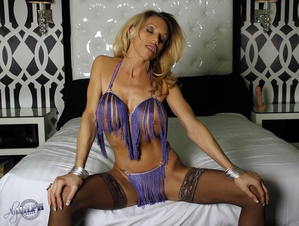 Милфа Эли хочет секса