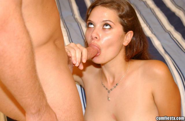 Молодая телка получила хорошую порцию спермы на лицо от своего бойфренда