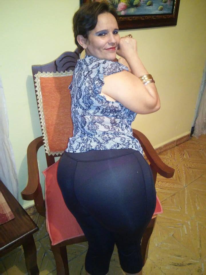 Зрелая женщина из Аргентины с очень широкими бедрами (не голая)