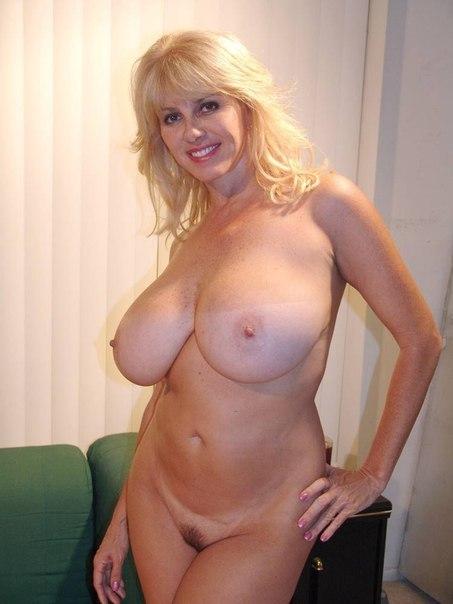Одинокие мамочки показывают свои голые формы