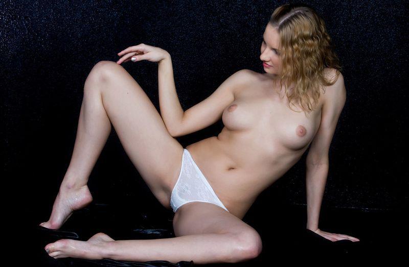 Спортивная фигура и сексуальность девушки зашкаливает