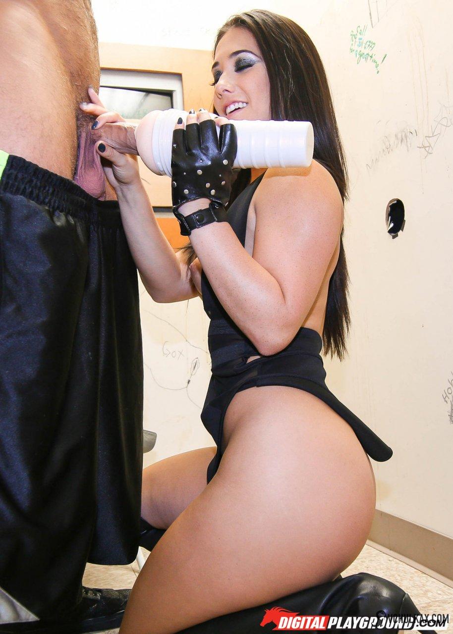 Красотка подрочила другу мастурбатором Fleshlight