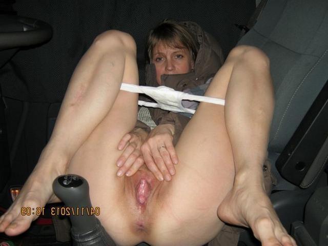 Развратные мамы раздвигают ноги и показывают глубину своих влагалищ