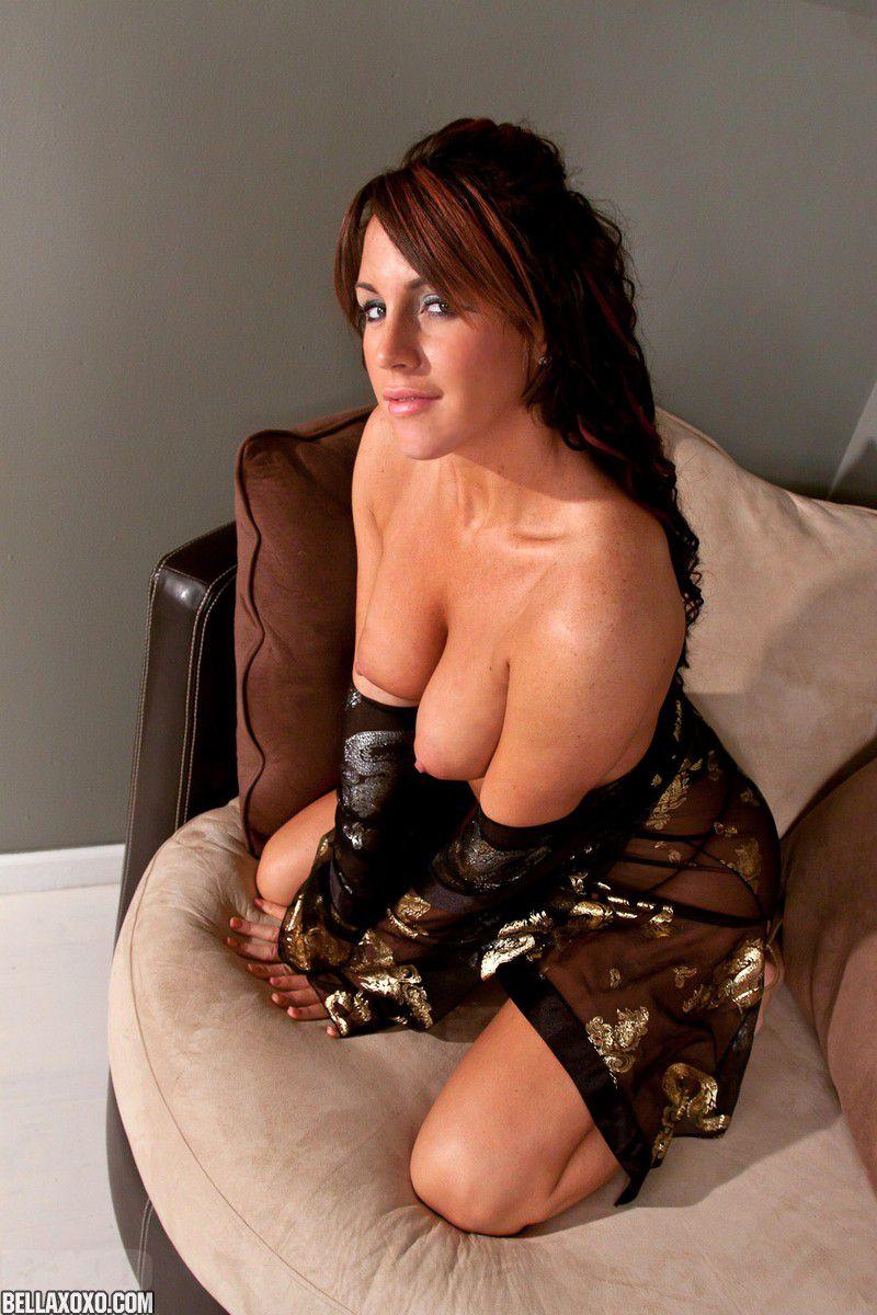 Горячий показ легкой эротики Nikki Anne очень возбуждающий