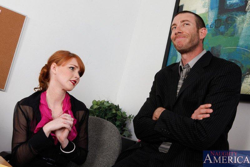 Пропащая Marie McCray беспомощно трахается большим пистоном своего коллеги