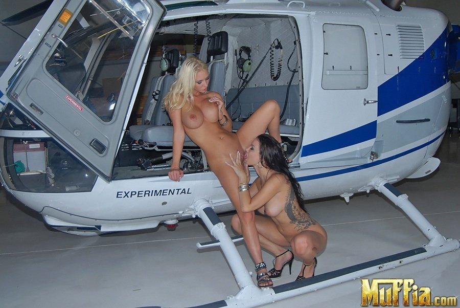 Сисястые милашки Molly Cavalli и Sophia занялись лесбийскими играми  в вертолете