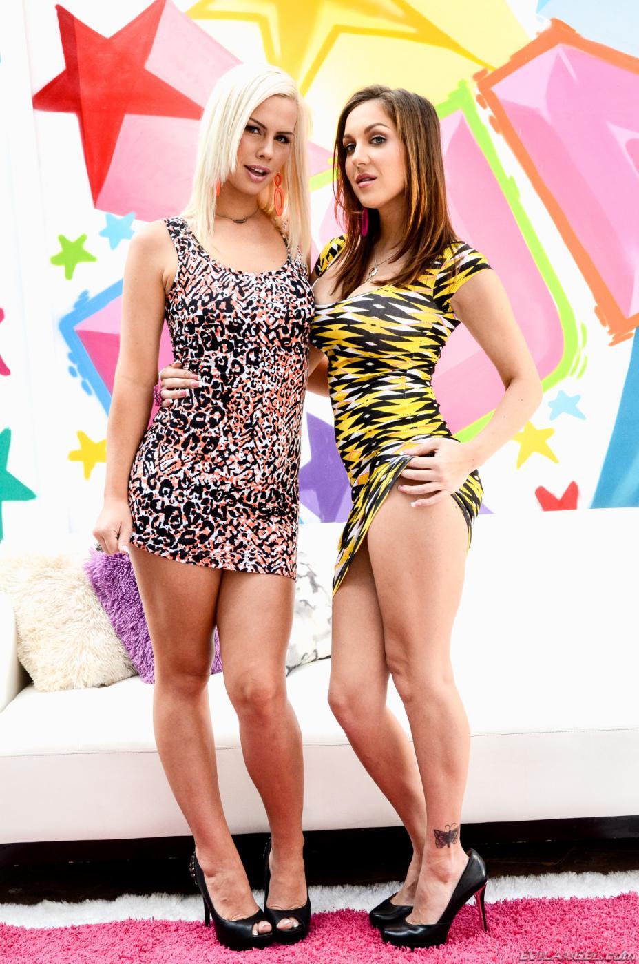 Tara Lynn и ее подружка с роскошной попкой Kiera King  показывают свои жопы для парней