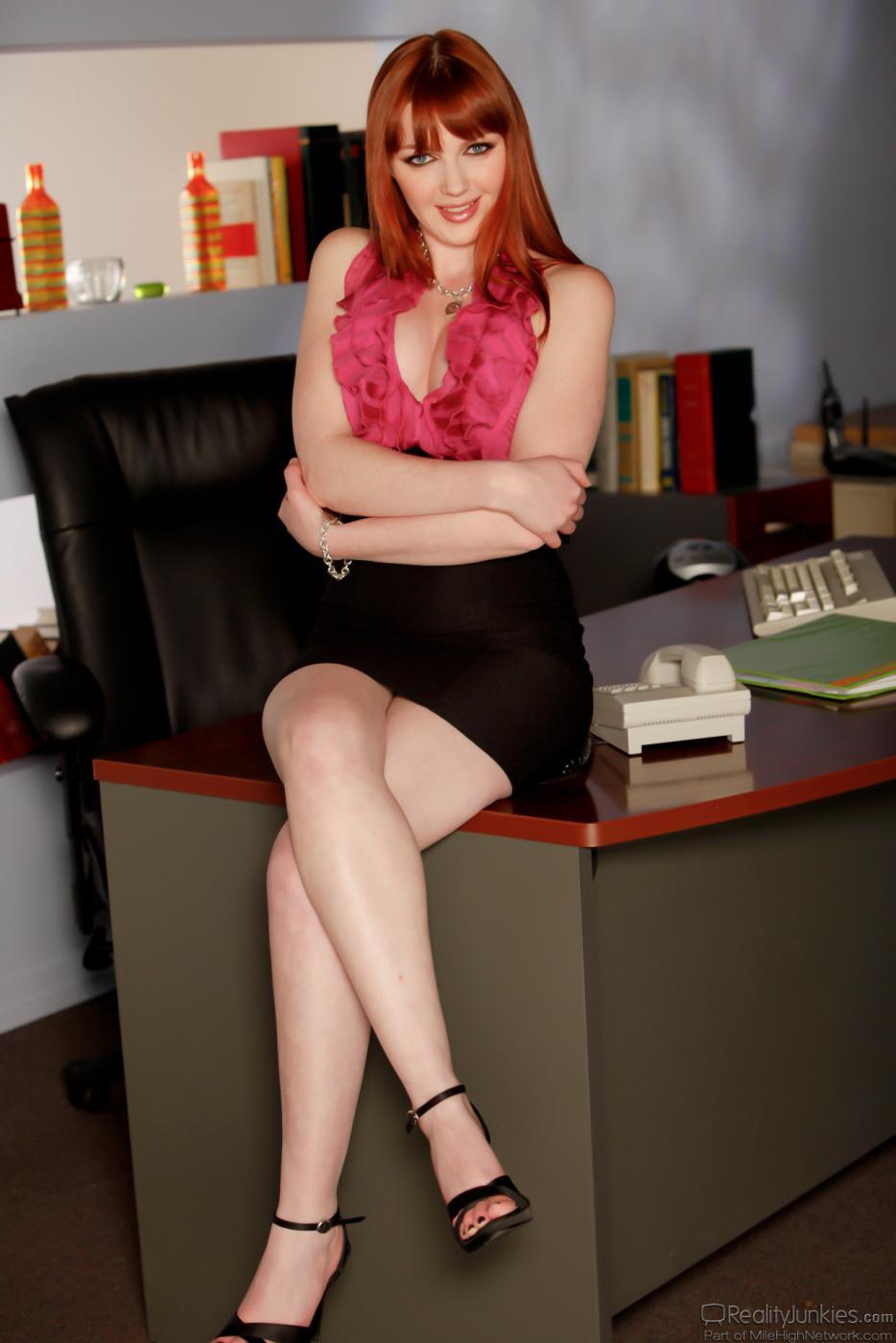 Рыжая Marie McCray собирается играть роль доминирующей хозяйки