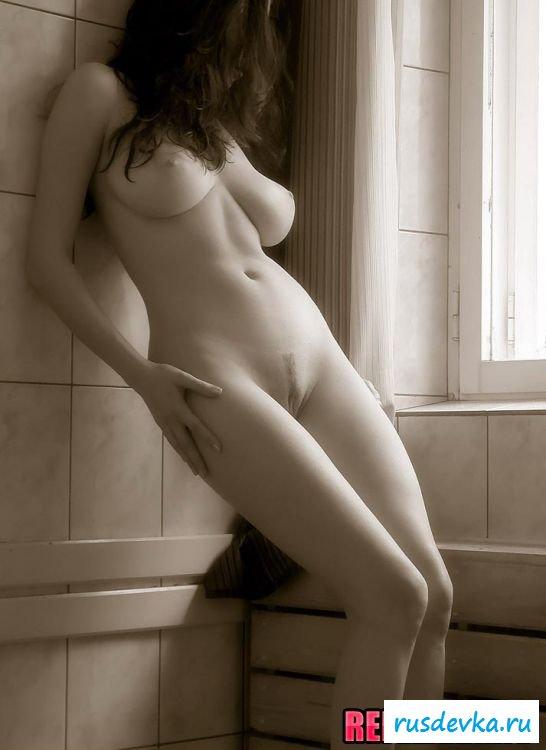 Изумительное тело парящейся девчули