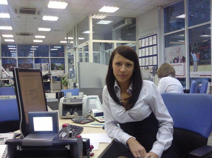 Служащая банка со стоящими сосками   39 ххх фото