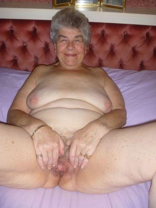 Бабушки на порно фото голые и порятся в пилотку