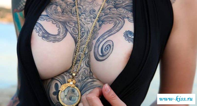 Интимные наколки сексуальных девчат (22 фото эротики)