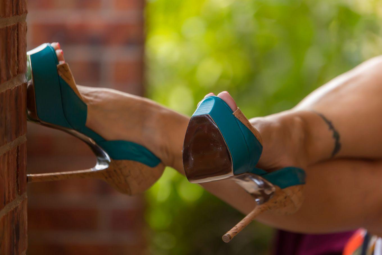Зрелая дама на каблуках