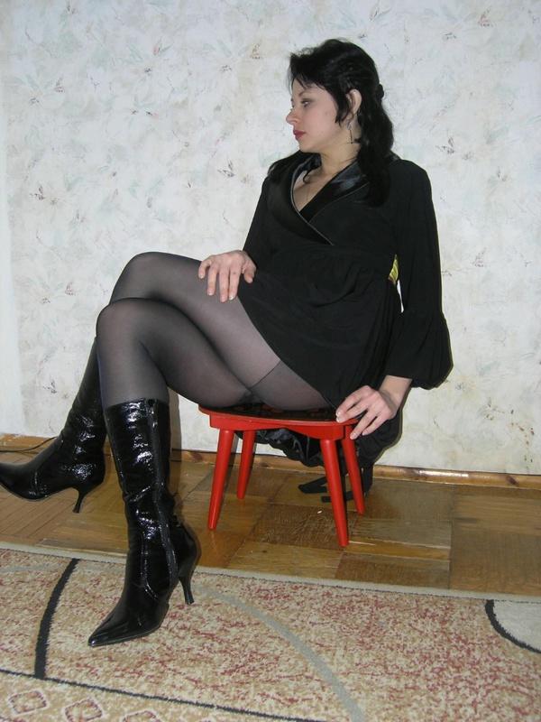 Мужик трахает от первого лица жену в сексуальном нижнем белье