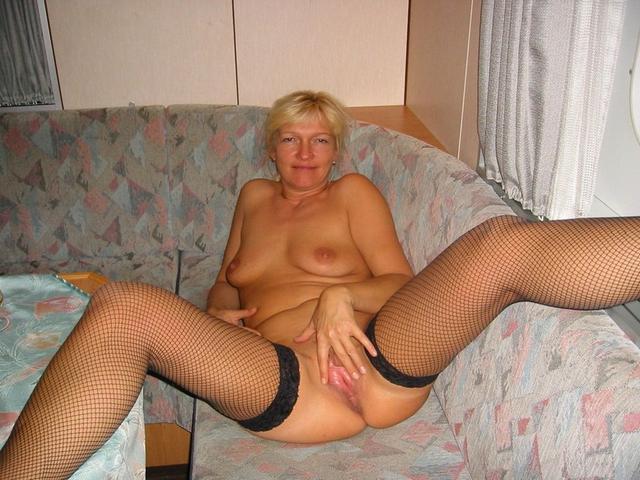 Подборка любительских снимков грудастых дамочек голышом