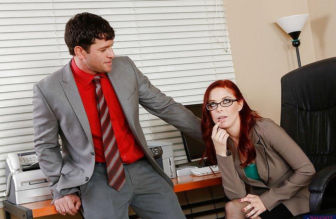 Рыжая баба на толстом члене своего начальника