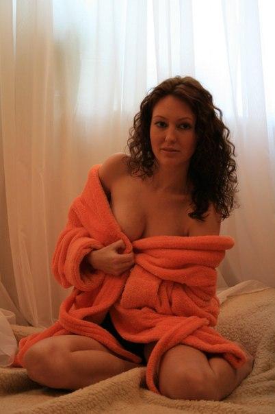 Сочные женщины от 30ти светят интимными местами на камеру