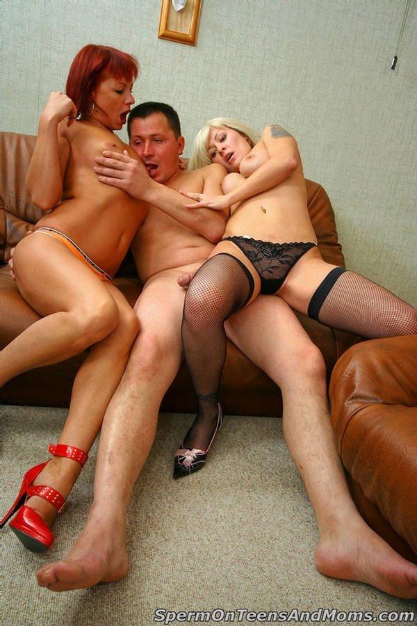 Молоденький парень получил удовольствие вместе с двумя зрелыми бабенками