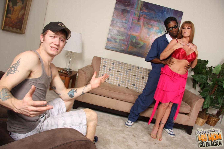 Мамаша в очках с большой грудью Darla Crane находится на пике удовольствия