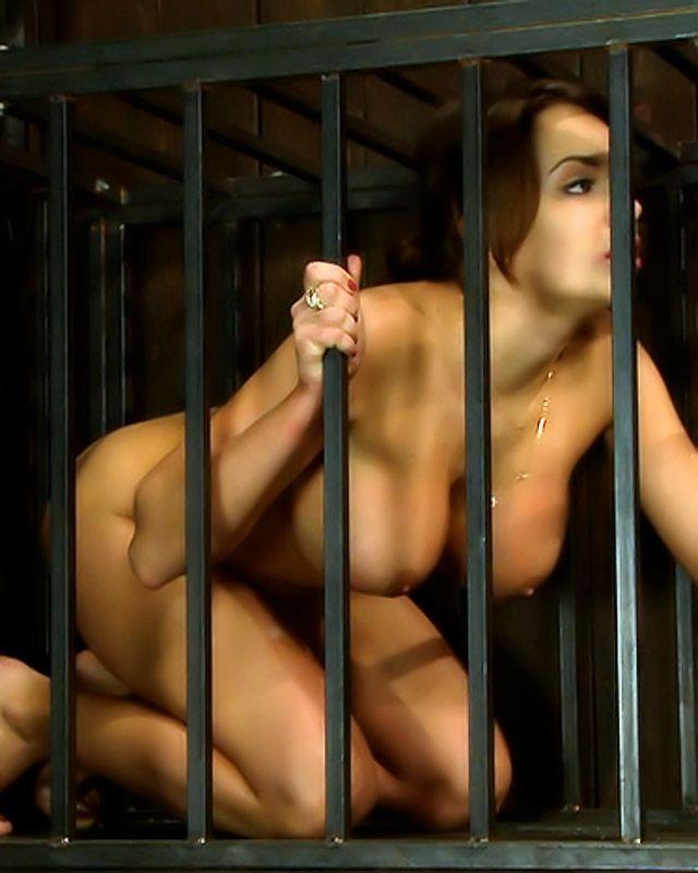 Две горячие девушки любят БДСМ секс