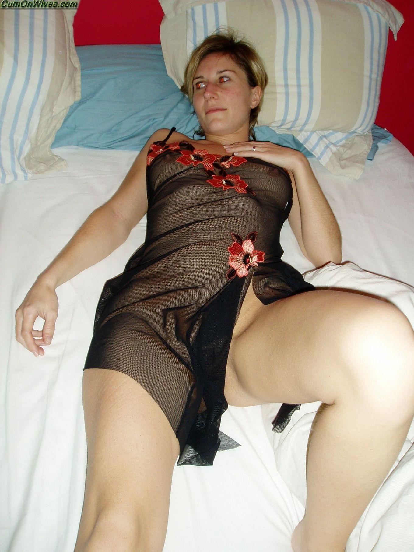 Интимные фото коротковолосой блондинки жены