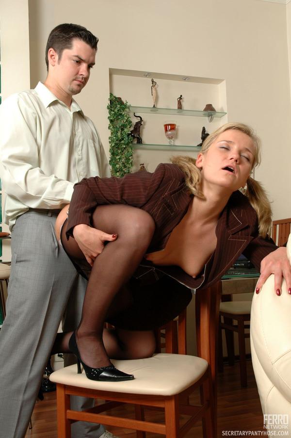 Присунул малоопытной секретарше после работы