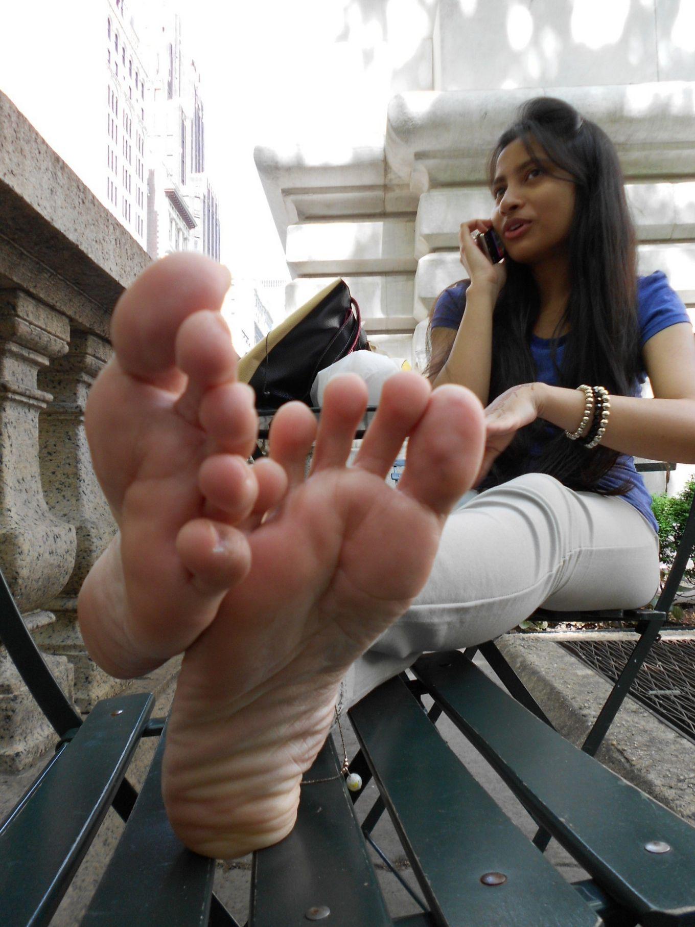 Ступни ног индианки